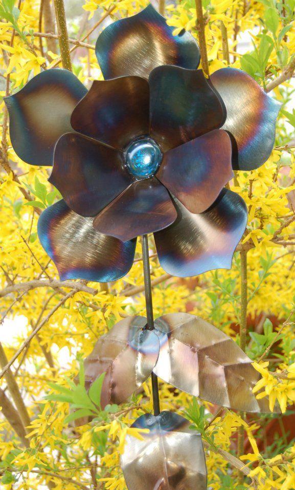 81 best Metal flowers images on Pinterest | Garden art, Garden deco ...