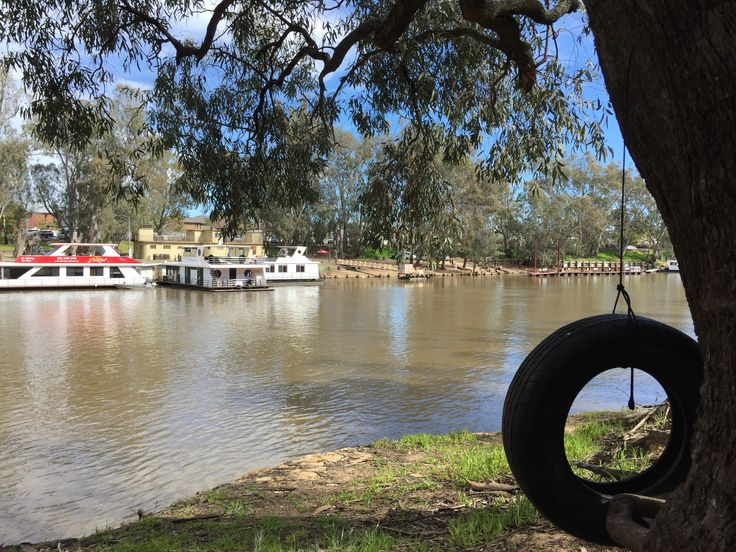 This pic was taken in Moama with a view of Echuca. Moama is a Yorta Yorta word meaning 'place of the dead', while Echuca means 'meeting of the waters'. There's much to learn about local history here, check it out when you can. #travel #river #murrayriver #victoria #newsouthwales #moama #moamay #echuca #yortayorta #yortayortacountry #history #discover #explore #experience #proyager #proyageraus #putitinaproyager #bag #canvasbag #australia