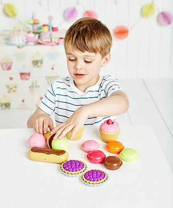 Great for encouraging imaginative play, this set includes lots of tasty treats.