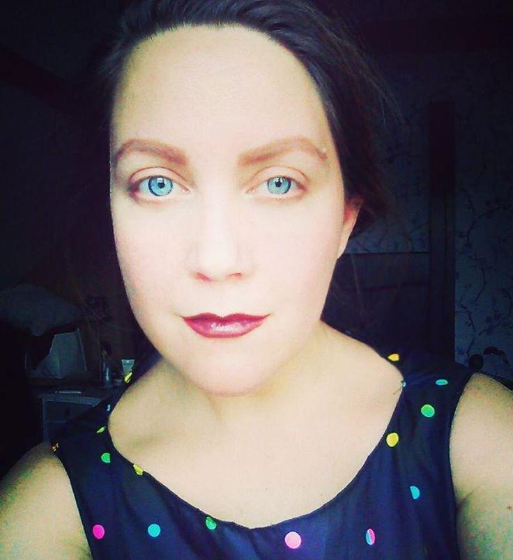 Makeup: dark/purple lips, major eyebrow action, nothing on eyes. Just good lighting!