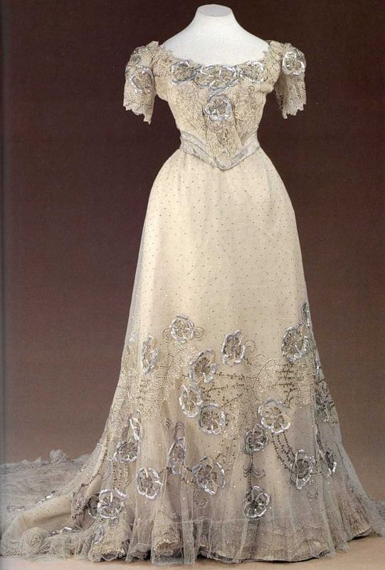 """White tulle and chiffon evening dress with silver brocade belt, by Nadezhda """"Hope"""" Lamanova, Russian, early 20th C. Decorated with lace, sequins, and silver embroidery. Made for Empress Alexandra Feodorovna. #edwardian"""