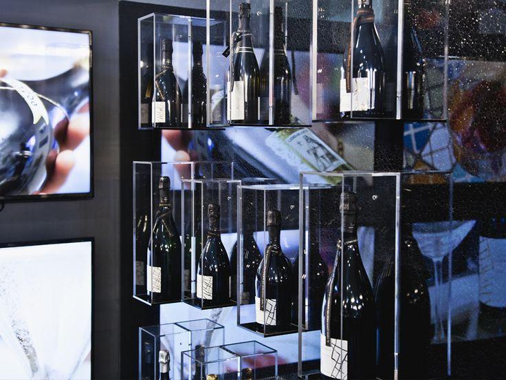Lo stand fieristico per Cantina Bassoli è stato realizzato dal dipartimento Interior di CREO in occasione del Vinitaly 2016, il Salone Internazionale dei Vini e Distillati. La progettazione ha seguito i dettami scaturiti dalla costruzione dell'immagine coordinata che è stata progettata per l'azienda dal dipartimento Agency.