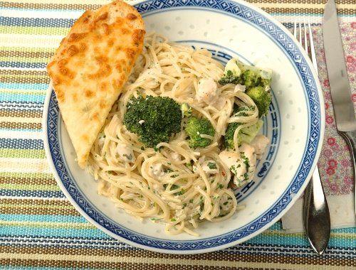 Pasta med kyckling och broccoli