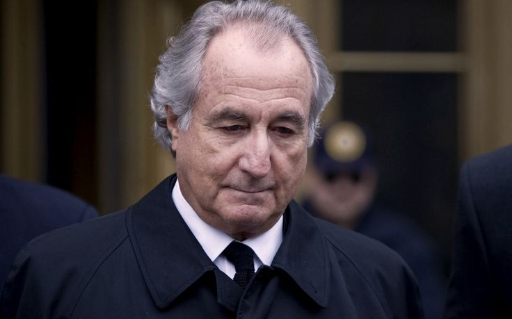 HBO releases picture showing #RobertDeNiro and #MichellePfeiffer as Bernie and Ruth Madoff #BernieMadoff
