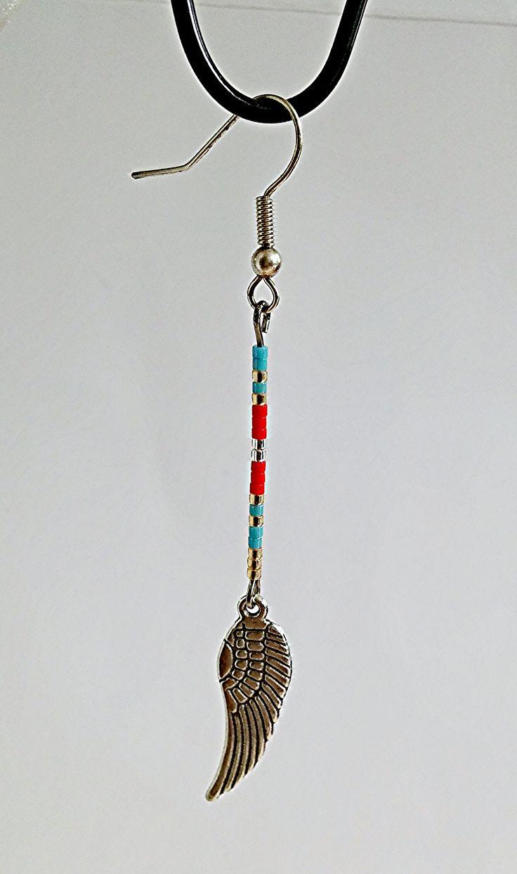 Ces boucles d'oreilles sont composées d'apprêts, crochets, de perles Miyuki Delicas 11/0 et une breloque en forme d'aile