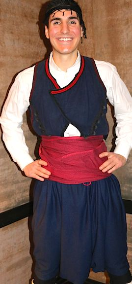 Η παραδοσιακή ανδρική ενδυμασία της Σφακιάς Κρήτης - The traditional men's Greek folk costume of Sfakia, Crete.