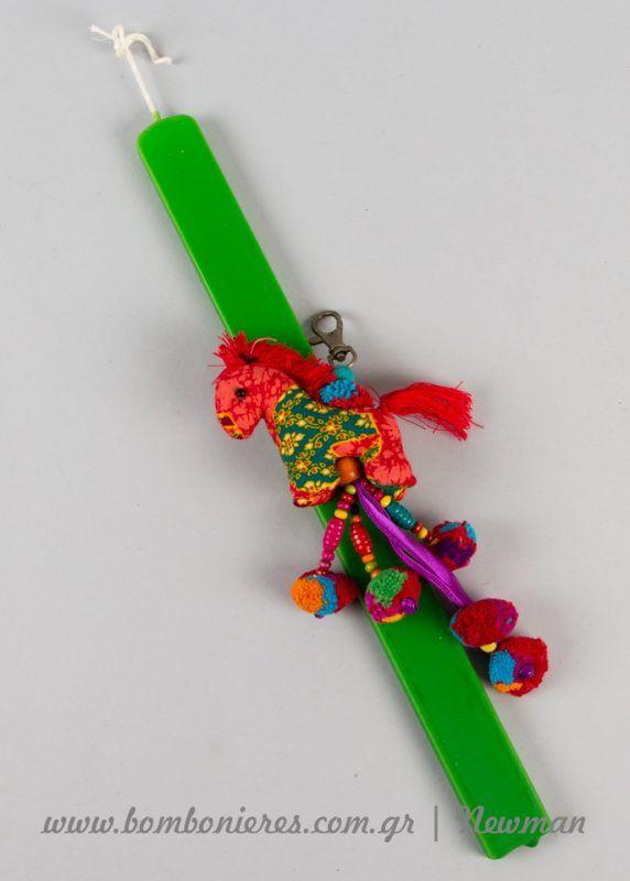 Φλοράλ και χρωματιστά υλικά για πασχαλινές λαμπάδες