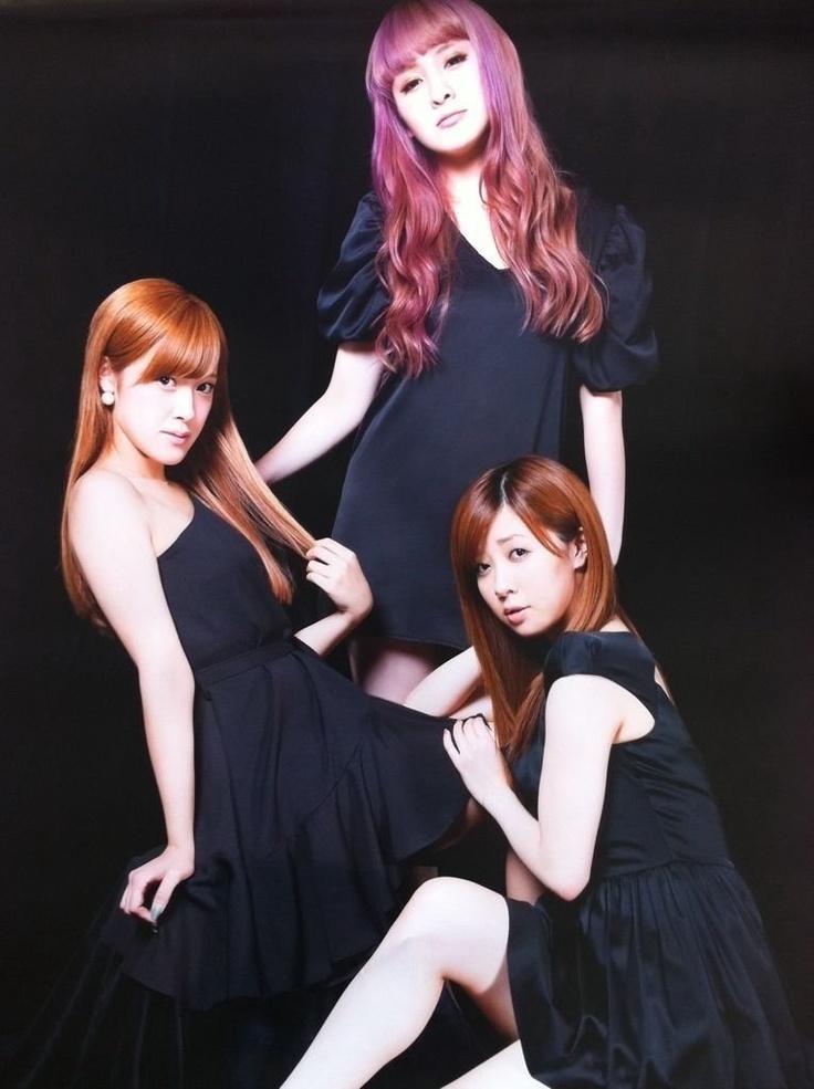 Natsuyaki Miyabi, Sugaya Risako, Shimizu Saki (Risako >w< your hair!!! <3 )