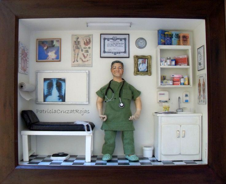 Cuadro Consulta Médica con miniaturas y figura personalizada.  tamaño 52x43cm y 12cm de profundidad Hecho por encargo regalar a un MEDICO CIRUJANO.