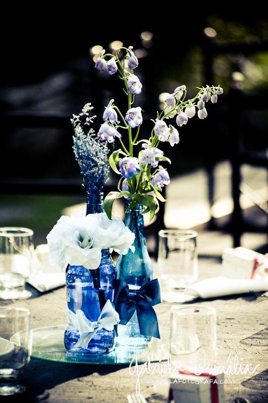 Decoração com garrafas de vidro coloridas