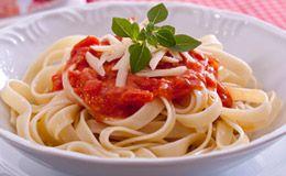 Talharim ao molho de tomate