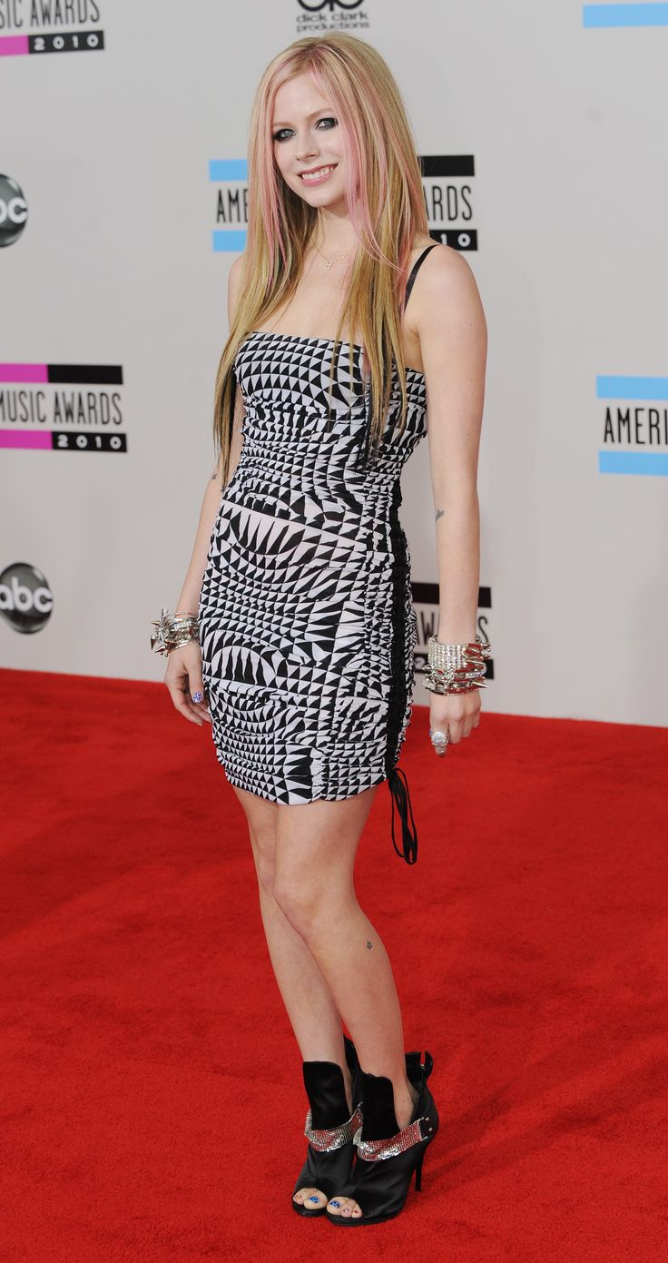 40 THINGS YOU DON'T KNOW ABOUT AVRIL LAVIGNE http://zntent.com/40-things-you-dont-know-about-avril-lavigne/