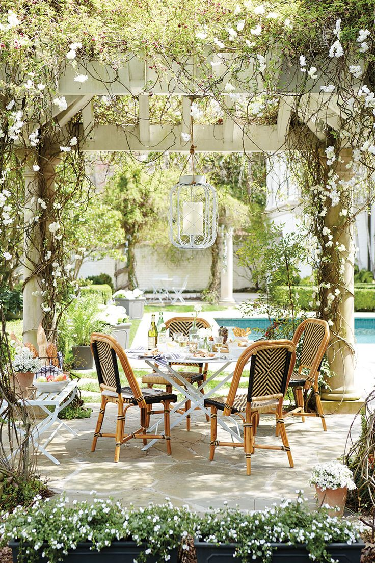 Outdoor entertaining under a pergola: