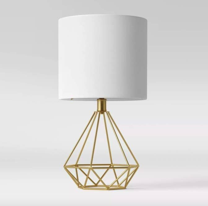 A Cool Diamond Shaped Wire Desk Lamp That Will Make You Feel Like A Million Bucks Or However Much A Diamond Costs Table Lamp Lamp Lamp Sets