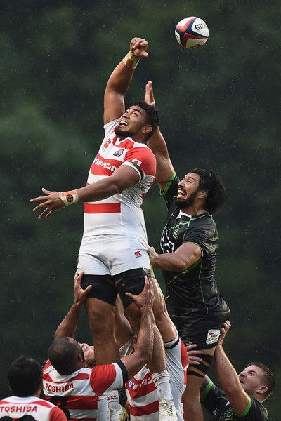 Uwe Helu Photos - Uwe Helu of Japan XV competes in the lineout against Sam Wykes of World XV during the international match between Japan XV and World XV at Level Five Stadium on October 28, 2017 in Fukuoka, Japan. - Japan XV v World XV - International Match