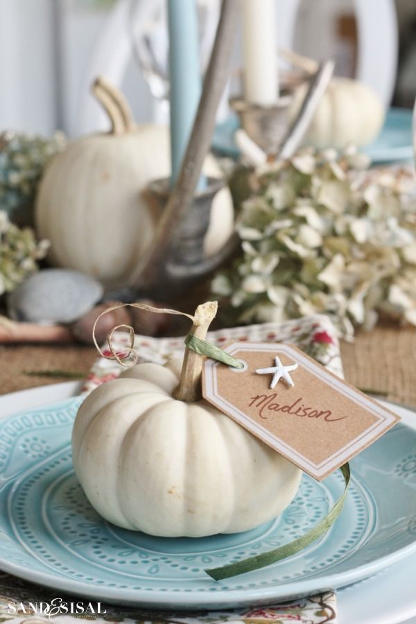 Pretty coastal Thanksgiving table @sandandsisal