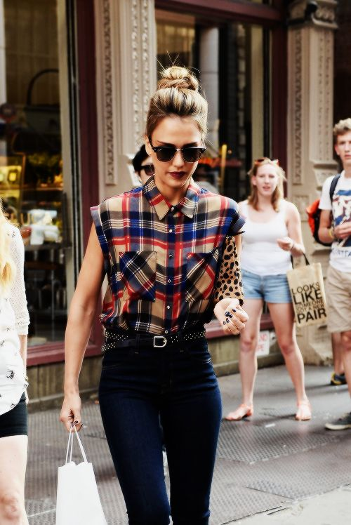 Jessica Alba on September 10, 2013 in New York City | Photographer: Josiah Kamau