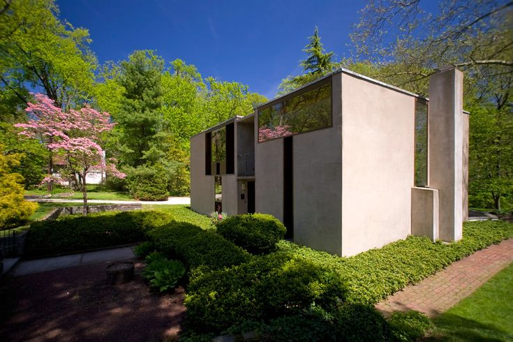 Springtime on Sunrise: Louis Kahn's Esherick House, Chestnut Hill PA | Photo: Bradley Maule
