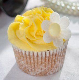 Zitronen-Cupcakes  -  Cremige Muffins mit Mascarpone und Quark