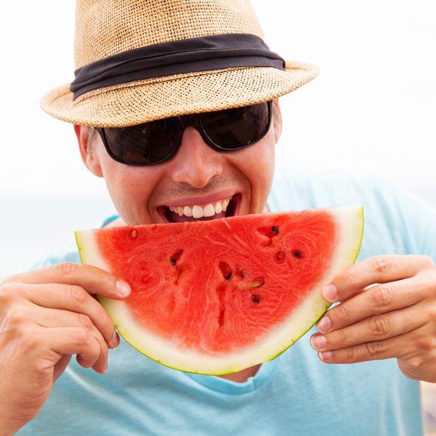 Heute ist der #Weltmännertag. Da darf man sich schon mal ein Stück #Melone gönnen. Ist ja auch gesünder, als #Bier!