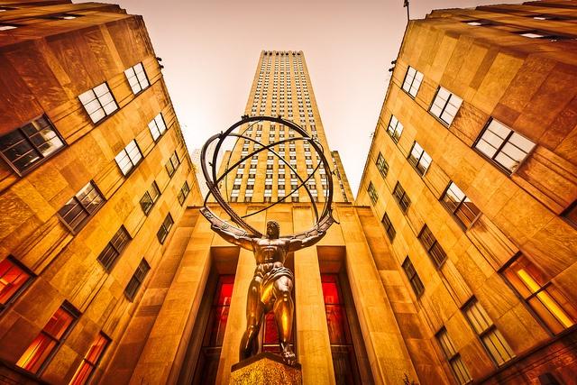 Atlas Statue, Rockefeller Center by Lisa Bettany, via Flickr