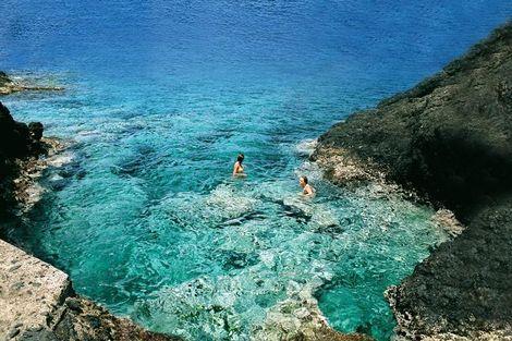 Helderblauw water bij Ustica