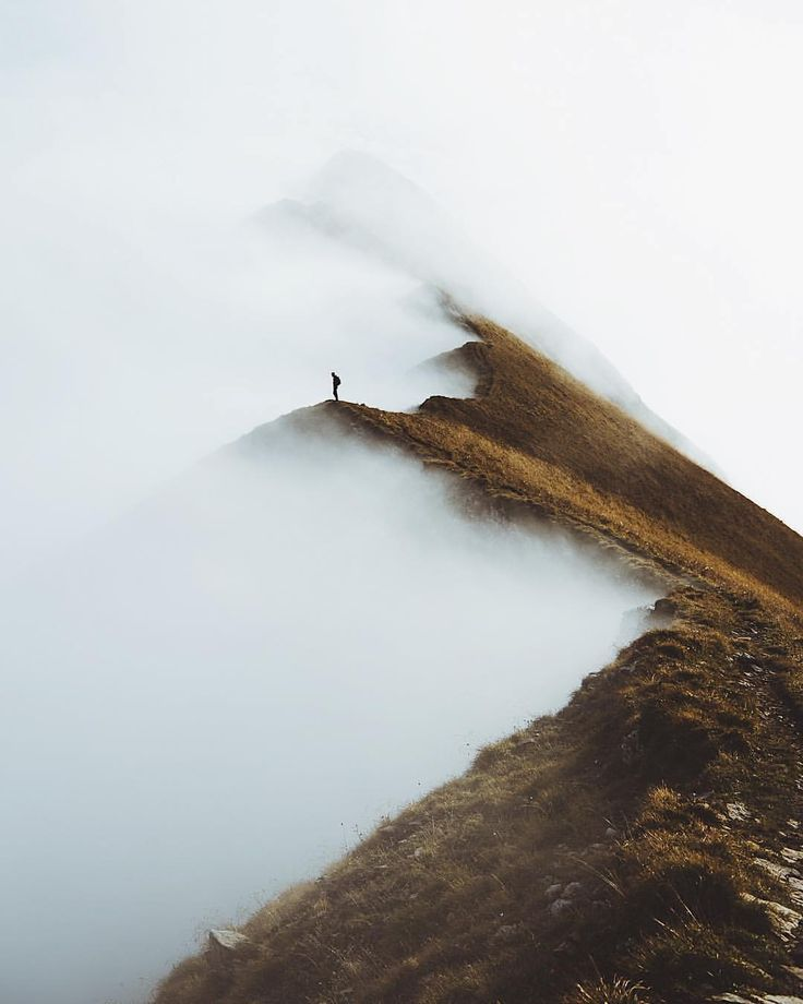 "Gefällt 20.4 Tsd. Mal, 265 Kommentare - Stay & Wander (@stayandwander) auf Instagram: ""Fog and ridgeline in an ongoing battle for territory on Augstmatthorn. Photo by @lebackpacker…"""