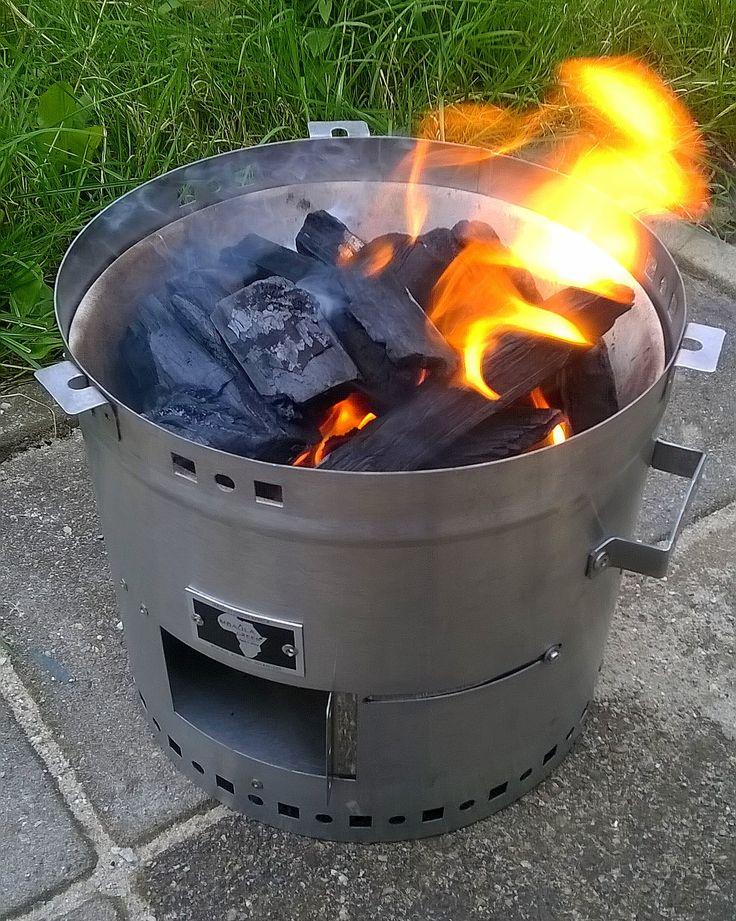 De Mbaula Green is een compacte en veelzijdige braai annex kooktoestel, gemaakt in Zuid-Afrika. Geschikt voor grillen, het maken van potjiekos of bijv. het koken van een maaltijd of een ketel water. Superhandig voor in het park, op camping of strand, bij de recreatieplas, maar ook balkon en dakterras. Vanaf nu te koop op: www.onsgaanbraai.nl en bij Die Spens in Amersfoort! #braai #barbecue #bbq #mbaulagreen #onsgaanbraai #camping #kamperen #outdoor #outdoorcooking #buitenkoken