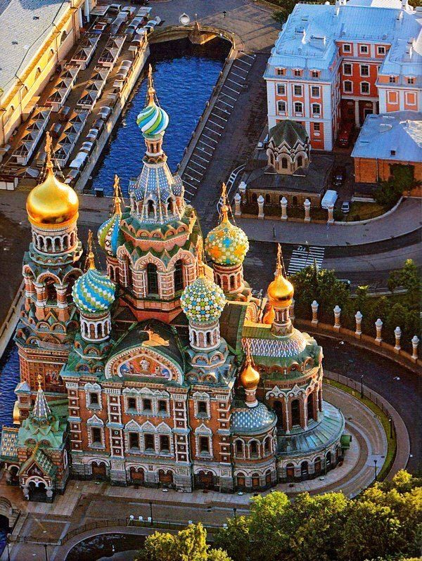 St. Petersburg, Russia - so much beautiful architecture. One day... When Russia isn't so bonkers.