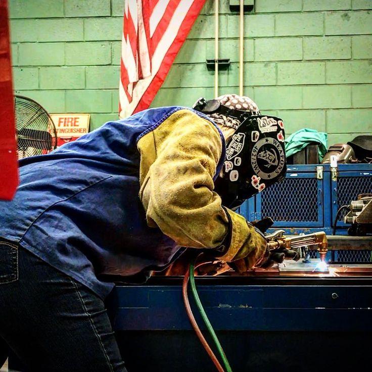 #torch #oxyacetylene #weldingstudent #welding #welder #weldingschool #stickwelding #SMAW #weldeverydamnday #womenwhoweld #weldernation #weldporn #welderbabes #bluecollar #trades #lincolnelectric #workingclass #dirtyhandscleanmoney #charleston #southcarolina #insta_carolina #merica #2w1