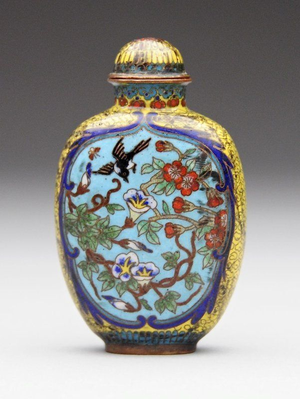 A Chinese Cloisonne Enamel Snuff Bottle