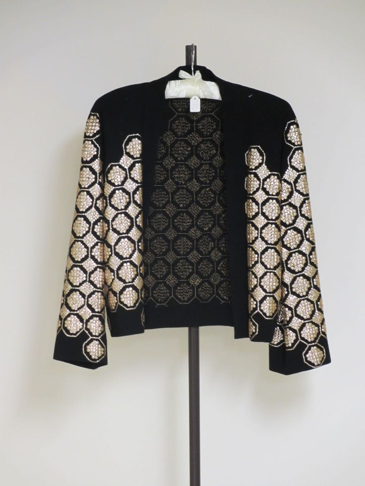 CRÊPE JACKET - Wool crêpe, silk chiffon, trimmed with gilt sequins sequinned  black