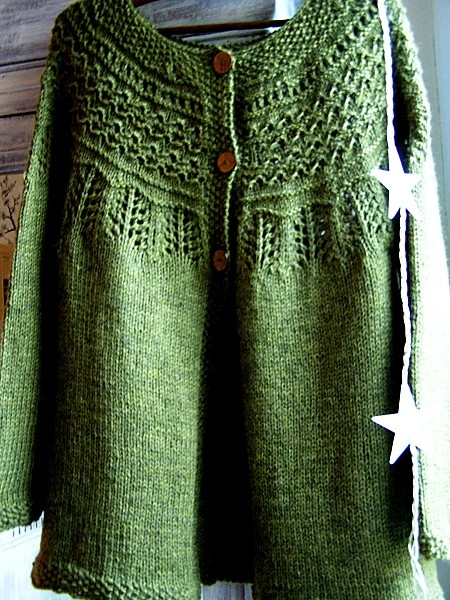 Free Loom Knitting Patterns For Scarves : DROPS jacket with raglan sleeve and pattern on yoke [c] http://www.garnstudio...