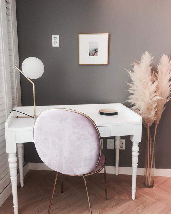 """좋아요 162개, 댓글 8개 - Instagram의 인테리어 디자이너 Irene Kim(@atelier_hesed)님: """"침실에 있는 레터 데스크... 막 시상이 떠오를것 같은 감성 공간이에요~☕️ #60평대인테리어 #모던프렌치 #침실인테리어 #침실가구 : : : #감성공간…"""""""