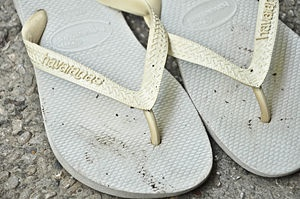How to Clean Flip Flops with Step-by-Step Pictures - wikiHow