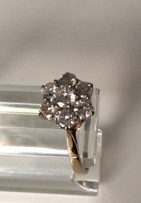 Articles Similaires A Bague Marguerite Diamant Vintage Le Diamant Central De 0 33 Carats Six Pierres De 0 20 Carat Poids Total Diamant 1 53 Carat Mont D Or Vintage Diamond Diamond Cluster Ring