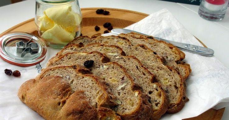 recept, brood bakken, kneden, rijzen, oven, tarwe, volkoren, pecannoten, gele rozijnen, verse gist, bakkerszout, maken. eten, ontbijt, lunch, brunch, tussendoortje.