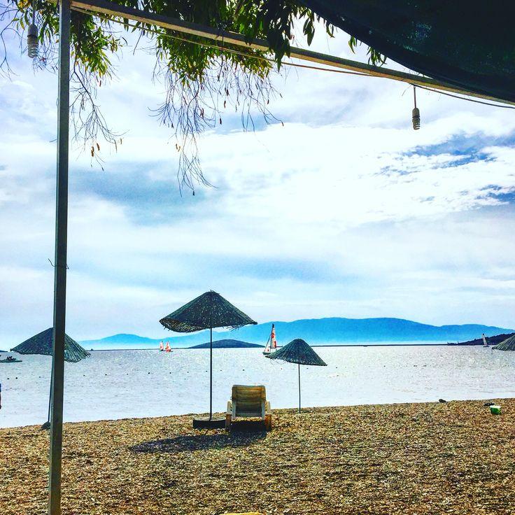 @SuleymanUyan: Uzak herşey... huzur, deniz, sakinlik Foça..  @ Rota Cafe https://t.co/pEnKOHpKXF