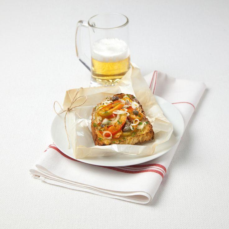 Cartocci di bruschetta ai peperoni: Scopri come preparare questa deliziosa ricetta. Facile, gustosa e adatta ad ogni occasione.