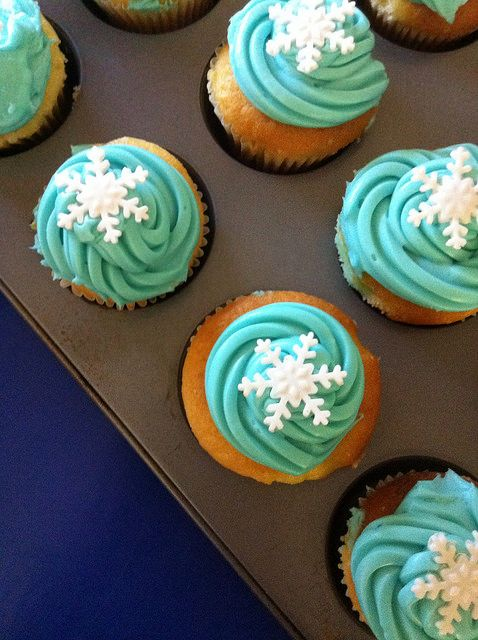 frozen tea party snacks - not even pinning for Frozen, what icing tip is this?! Cool looking.