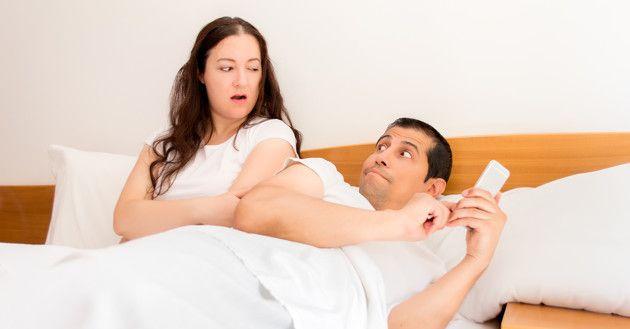 10 señales de que tu esposo te está mintiendo