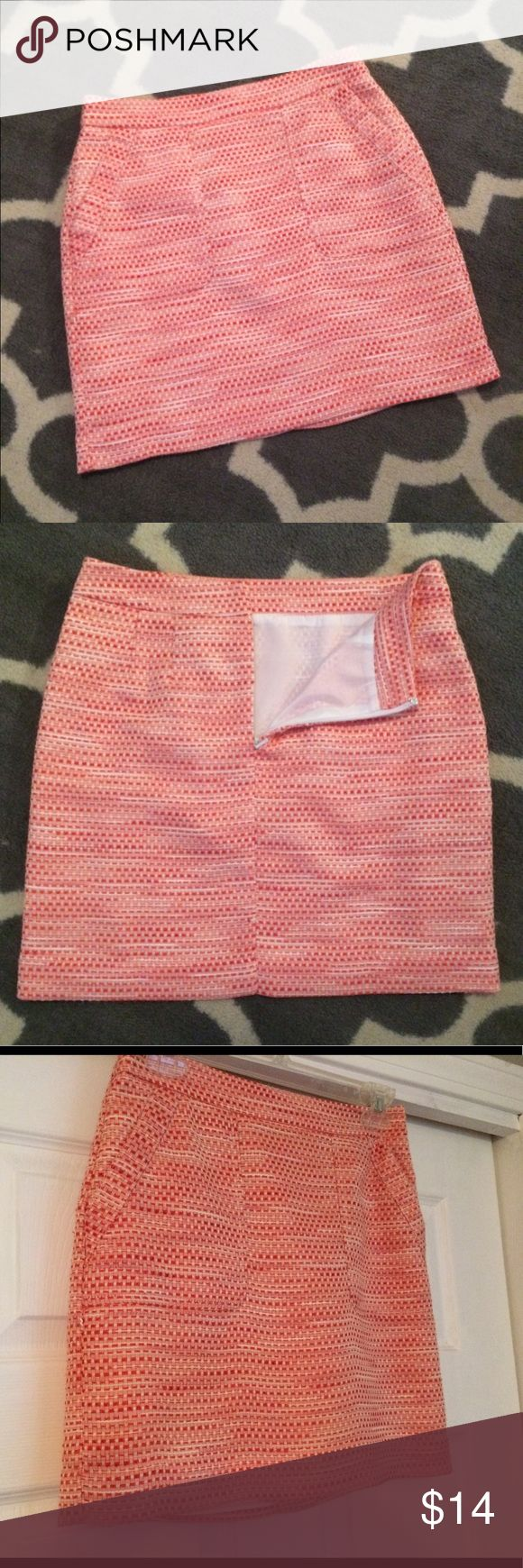Anne Taylor Loft pink mini tweed skirt. Size 2p Ann Taylor Loft Mini Skirt in a pink lightweight tweed material. Great condition. I LOVE this skirt but it's too tight for me now. Great for warm weather! LOFT Skirts Mini