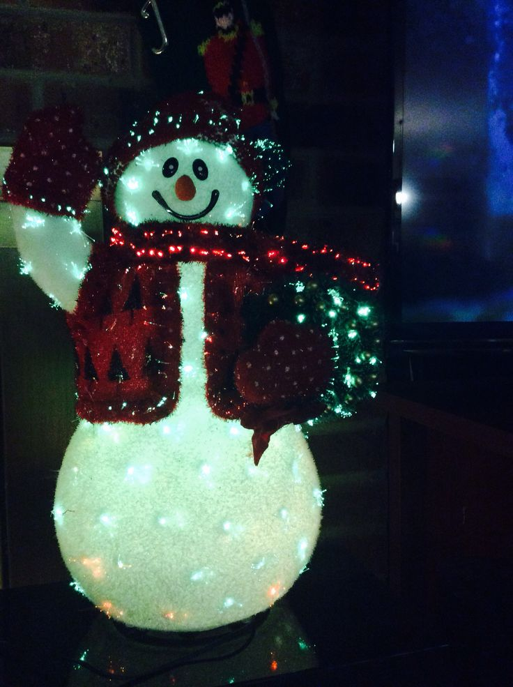 Glowing snowman using chrome filter