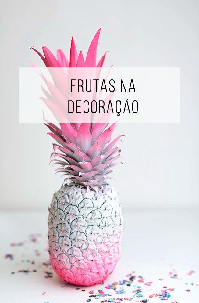 Já pensou pintar um abacaxi, ou uma banana... e usar na decoração?! :o Fica lindo! Vem ver! // palavras-chave: objetificação de frutas, frutas coloridas, frutas na decoração, vaso de abacaxi, vaso de frutas, vaso de flores, festa, fruta, morango, abacaxi, flor, pera, decoração, inspiração, ideia, pintar, pintura, colorido, cores, painting, fruits, painted.