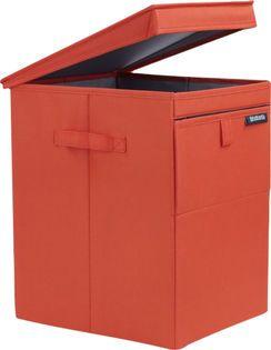 De Brabantia stapelbare wasbox is ideaal voor het sorteren van wasgoed. In 1 wasbox past 35 liter wasgoed. Het in- en uitladen van de was gaat via de klep aan de voorzijde of via de deksel aan de bovenkant. Gebruik je de wasbox niet, dan klap je deze in om hem compact op te bergen. Wil je hem verplaatsen van de badkamer naar je wasmachine, dan pak je hem beet bij de handgrepen. De kunststof wasbox is licht van gewicht.