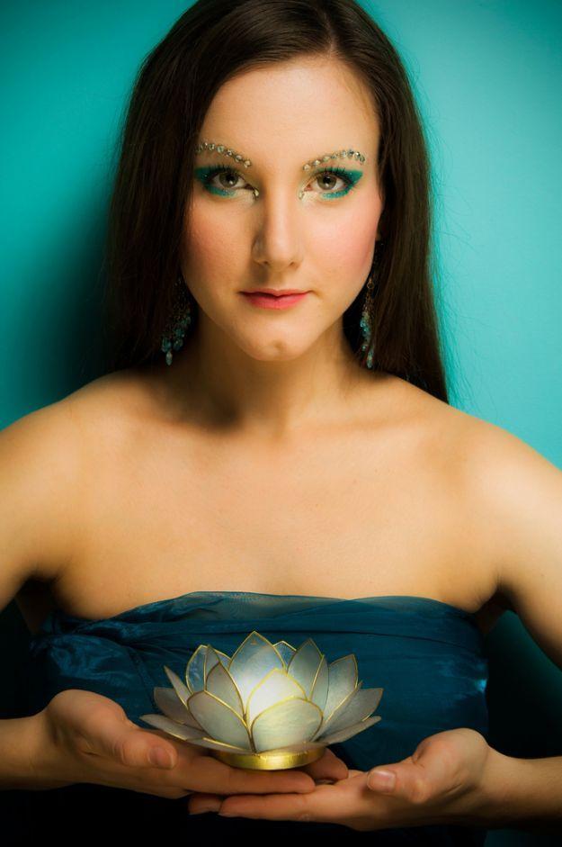 Бирюзовый восточный макияж со стразами ::: onelady.ru ::: #makeup #eyes #eyemakeup