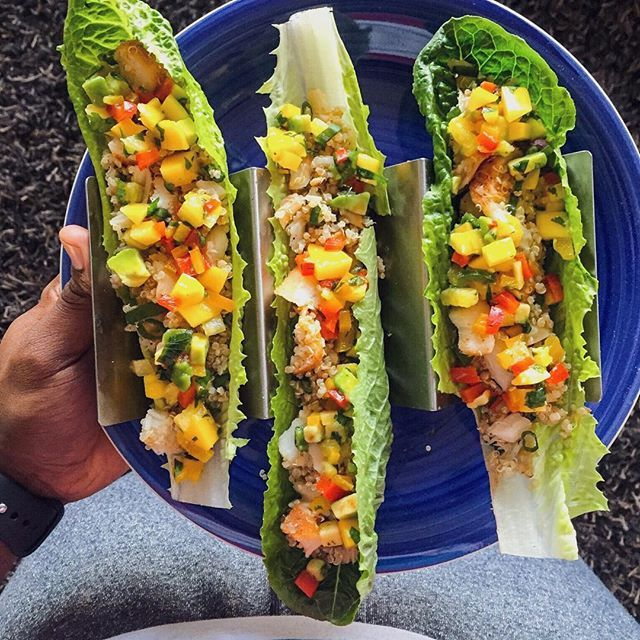 And it's leftovers for #dinner: quinoa-cod lettuce wrap tacos with tropical salsa. Scroll back to yesterday's video or go to FitMenCook.com (link in bio) for recipe. Easy substitutions - like lettuce for tortillas - help your diet interesting while you achieve your goals. Tag someone that would like this! Boom. (traducción abajo) ------- Estoy comiendo sobras para la #cena: tacos de lechuga con quinoa y bacalao con salsa tropical. Echa vistazo del video de ayer o FitMenCook.com (enlace en…