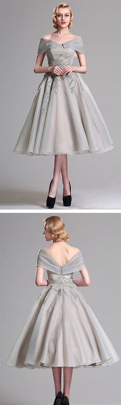 This elegant vintage short dress featured with embroidered pattern, sexy v back and fluffy skirt will defenitely brings you into a chic party look.
