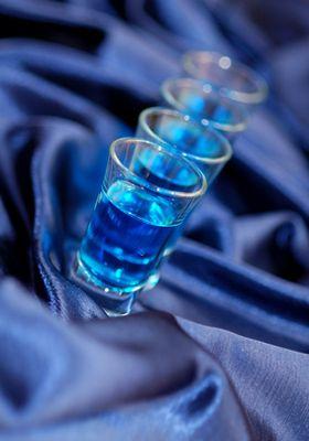 Recette du Blue Kamikaze, shooter à la vodka et au curaçao bleu