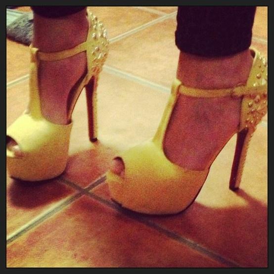Decoltè con Borchie #Giallo #Verde #Blu #Beige #nero #shopping #shoes #montecatiniterme #pontedera